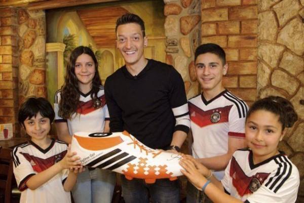 厄齊爾做愛心 奪冠獎金全捐給巴西病童